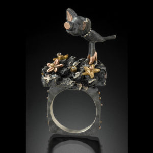 Mixed metal ring with a pig